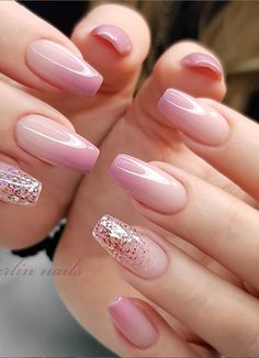 Square-shaped fingernails look just like a square (or a rectangle, depending on how long they are) and thus don't have any soft, rounded points. Elegant Nails, Classy Nails, Stylish Nails, Simple Nails, Pink Acrylic Nails, Pink Nails, Gel Nails, Manicure, Classy Nail Designs