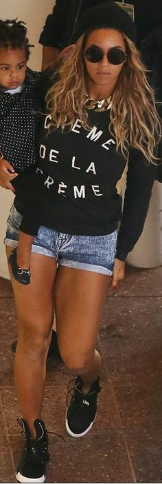 Who made Beyonce Knowles' black print sweater?