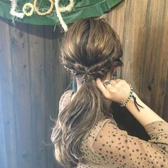 Photos and Videos Messy Ponytail, Hair Arrange, Hair Setting, Long Hair With Bangs, Asian Hair, Hair Jewelry, Easy Hairstyles, Hair Inspiration, Hair Makeup