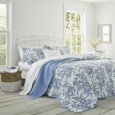 Augment a touch of updated classic look to your living space by selecting this affordable Laura Ashley Bedford Delft Twin Quilt Set. King Quilt Sets, Queen Quilt, Queen Bedding, Laura Ashley Home, Laura Ashley Bedroom, Laura Ashley Floral Bedding, Ashley Spencer, Laura Ashley Quilts, Lit Simple
