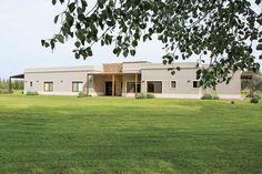 Casarella - Casa estilo campo moderno - Portal de Arquitectos