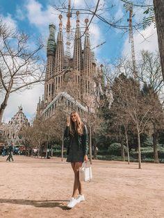 Barcelona, sagrada familia barcelona ❤ in 2019 красивые места, испания, бар Travel Images, Travel Pictures, Travel Photos, Barcelona Travel, Barcelona Spain, Barcelona Fashion, Foto Barcelona, Barcelona Sights, Outfits For Spain