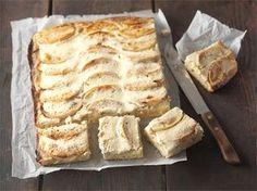 Rahka-omenapiirakka on syksyn klassikkoleivonnainen. http://www.valio.fi/reseptit/rahka-omenapiirakka-1/