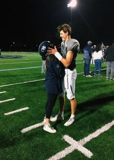 P i n t e r e s t ✩ football couples, football player boyfriend, sports couples, football Couple Goals Relationships, Relationship Goals Pictures, Couple Relationship, Football Relationship Goals, Relationship Memes, Relationship Problems, Healthy Relationships, Cute Couples Photos, Cute Couples Goals