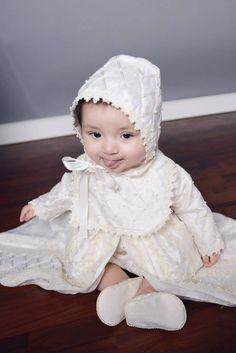 Nos encanto esta foto del pequeño Adonijah !  Gracias a nuestros #clientes por  las fotos! #ropon #christening #mueca