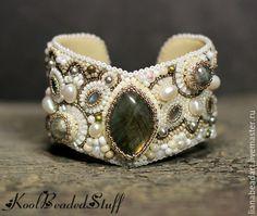 Купить Браслет с лабрадором - белый, бежевый, браслет, Вышивка бисером, вышитый браслет, подарок, украшение