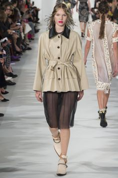 Maison Margiela Spring 2018 Ready-to-Wear Fashion Show Collection Fashion Week, Fashion Photo, Runway Fashion, Spring Fashion, High Fashion, Women's Fashion, Vogue Paris, Stage Outfits, Fashion Show Collection