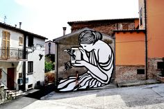Mural by MP5 in Mosciano Sant'Angelo (Italy) about the Pandora Box mith: The Root of Evil.