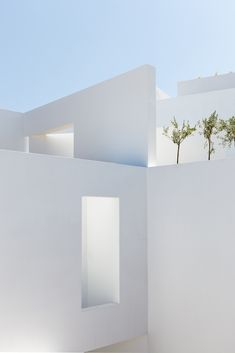 """The white, blocky form of Summer Villa by Kapsimalis Architects is intended to be a """"contemporary translation"""" of chalky houses seen around Santorini. Santorini Hotels, Greece Hotels, Santorini Greece, Crete Greece, Athens Greece, Minimalist Architecture, Minimalist Design, Cubist Architecture, Villa"""
