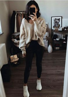Fall is here nice blouse! College Outfits blouse fall Nice - Fall is here nice blouse! College Outfits blouse fall Nice Source by - Outfits Winter, Uni Outfits, Cute Lazy Outfits, Mode Outfits, Trendy Outfits, Fashion Outfits, College Winter Outfits, Beige Pullover, Beige Sweater