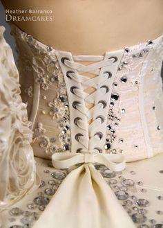 Gorgeous cake detail!  http://heatherbarranco.com/2012/02/20/partnership-kleinfeld-bridal-tlcs-say-dress/
