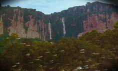 Auyantepuy. En temporada de lluvia las cascadas se cuentan por centenares.