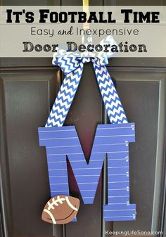 I love how this door decoration is so simple and easy to make. I was done in about an hour and that included paint drying time. Slow Cooker Pork Carnitas- Perfect for Game Day (and a super cute decoration!) - Keeping Life Sane Football Crafts, Football Moms, Football Parties, Fall Crafts, Crafts For Kids, Diy Crafts, Team Spirit Crafts, Diy Porch, Slow Cooker Pork