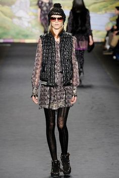 See the complete Anna Sui Fall 2010 Ready-to-Wear collection.