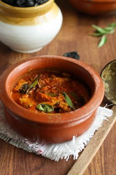 Chicken Vindaloo Recipe:-Chicken Vindaloo,the sweet,sour and mild hot Indian curry dish,very popular in Goa.this delicious curry goes well with rice or nan Veg Recipes, Curry Recipes, Side Dish Recipes, Indian Food Recipes, Kerala Recipes, Vegetarian Recipes, Recipies, Japanese Street Food, Thai Street Food