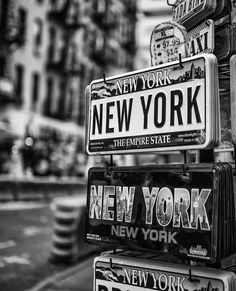 New york fashion 811633164080193731 Black And White Picture Wall, Black And White Wallpaper, Black N White, Black And White Pictures, Gray Aesthetic, Black And White Aesthetic, Bedroom Wall Collage, Photo Wall Collage, Photographie New York