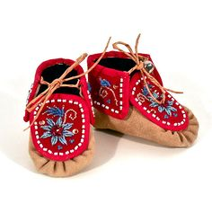 Manitobah Sosan Montour Red Mohawk Moccasin-for the little one! Native American Baby, Native American Moccasins, Native American Fashion, Native American Indians, Beaded Moccasins, Baby Moccasins, Native Beadwork, Native American Beadwork, Little Cowboy