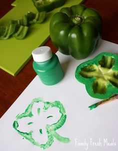 Can you believe St. Patrick's Day is right around the corner? Here's an easy St. Patrick's Day Craft that combines a craft AND food!
