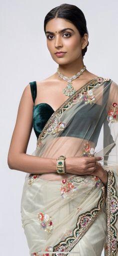 Velvet Tops, Blouse Designs, Sari, Fashion, Saree, Moda, Fashion Styles, Fashion Illustrations, Saris