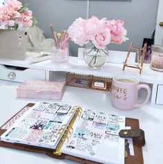 Desk ideas – office organization at work cubicle