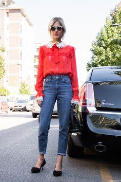 ガーリーな赤いブラウスでデニムをとことん甘く着る|Linda Tol|SPUR.JP