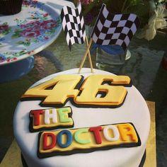 Valentino Rossi torta Valentino Rossi, Buttercream Filling, Chocolate Buttercream, Dad Cake, Edible Printing, Daddy Birthday, Cakes For Boys, Boy Cakes, Vanilla Sponge