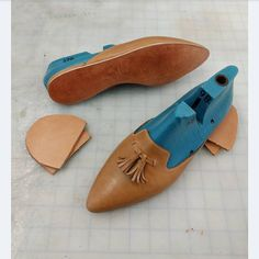 Almost finished with these loafer mules. Here's a look at the bottoming process - filling, soling, and heel building. I made a wooden shank for this pair since it's a low heel but I still wanted some flexible support through the arch. #SummerofMules #shoemaking #process #handmadefootwear #handmadeshoes #shoemaker #cordwainer