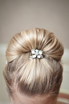 Leigh Comb $20 http://happilyeverborrowed.com #comb #wedding #bride