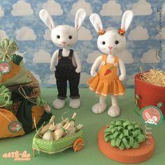 Projeto de páscoa - Casal Sr. e Sra. Coelho! 35 cm #páscoa #easter #feltro #artesanato #feitoamao #coelho #apostila