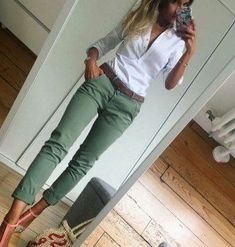 White shirt and olive pants – Mode für Frauen Casual Work Outfits, Casual Summer Dresses, Mode Outfits, Trendy Dresses, Nice Dresses, Fashion Outfits, Fashion Heels, Dress Fashion, Office Outfits