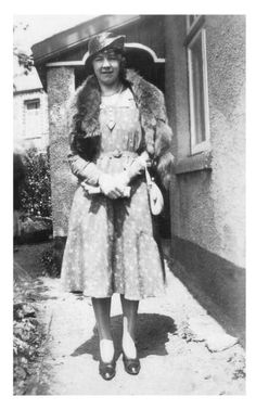 Google Image Result for http://www.fashion-era.com/images/1930s_photos/1933_lucy_fur.jpg