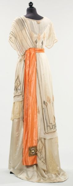 Evening dress, 1911-13. Photo: Metropolitan Museum of Art.