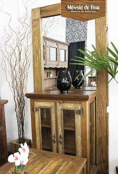 Moldura de espelho, balcão e mesa de centro em madeira de demolição - http://moveisdobem.com