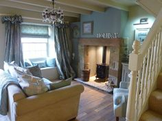 Busy Bee Studio I love that fireplace and the hugs clock next to it in the… Cottage Living Rooms, Cottage Interiors, My Living Room, Home And Living, Living Room Decor, Living Spaces, Country Interior, Living Room Inspiration, New Room
