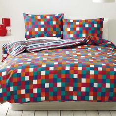 Looking at the online channels stand as an interesting option when it boils down to the point of buying cheap quilt covers. Whatever the reason for buying quilt covers, internet thus stands as the ultimate source to dig out stylish quilt covers, which fits your choice and budget.