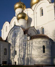 Южный придел Успенского собора в Ярославле. Фотография.