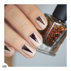 #Glory de #ilnp et ce cher #Essie mat dont j'ai beaucoup de mal à me défaire  chaque fois que mes yeux se posent dessus c'est plus fort que moi ! #nails #autumn #ILNPFallCollection2015 #nailart #nailstagram