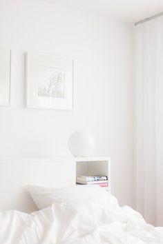 Frühling im Schlafzimmer von mecki Blanco White, Closet Bedroom, Floating Nightstand, Minimalism, Sleep, Furniture, Home Decor, Sweet Home, Home Interiors