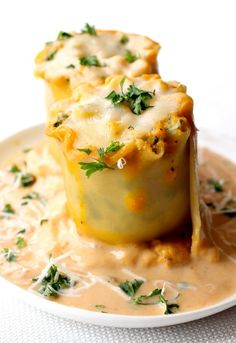 Turkey Lasagna Rolls with Pumpkin Alfredo is one tasty way to make lasagna festive for Fall! This creamy pumpkin lasagna recipe is totally addicting! Easy Lasagna Recipe, Yummy Pasta Recipes, Great Recipes, Cooking Recipes, Favorite Recipes, Pumpkin Lasagna, Turkey Lasagna, Pumpkin Recipes, Turkey Recipes