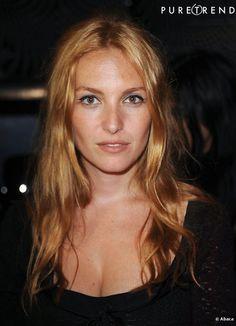 Josephine de la Baume, prefers a Venetian color to mark its golden complexion.