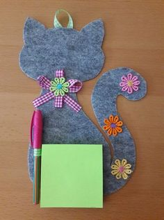 Fête des mères 2019 Porta block notes in feltro realizzato a mano Kids Crafts, Cat Crafts, Creative Crafts, Hobbies And Crafts, Sewing Crafts, Diy And Crafts, Sewing Projects, Projects To Try, Arts And Crafts