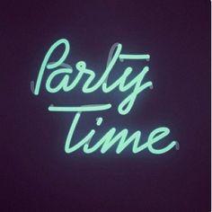 Saturday night @hiplittlepeople #saturdaynight #partytime #kidsmood