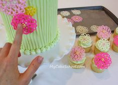 I love this technique for flowers, this blog's giving me so many idea for baby girls 4th bday --> The Cake School