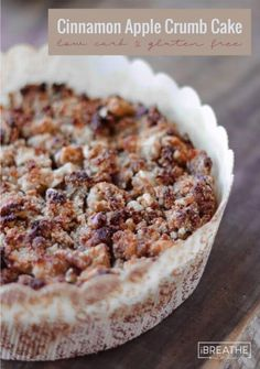 This Low Carb Cinnamon Apple Crumb Cake (or coffee cake) is quintessentially Fall and will go perfectly with your morning coffee or a scoop of vanilla ice cream! Low Carb and gluten free Desserts Keto, Keto Friendly Desserts, Dessert Recipes, Apple Desserts, Plated Desserts, Cupcake Recipes, Dinner Recipes, Keto Cake, Keto Cheesecake