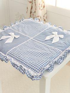 Уютные подушки-сидушки из лоскутов