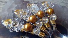 """Colherzinha para café ou docinhos <br> <br>""""Talheres Bordados é decorar as mesas com elegância e bom gosto. <br>São talheres em aço inox bordados com fio de alumínio e pedrarias, <br>que transformam um simples talher numa obra de arte."""" <br> <br>Bordamos em todos os tipos de talheres! <br> <br>* Inox da marca Tramontina!"""