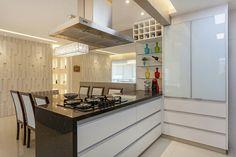 Revestimento Squadri Paris, na cor branca - Projeto do escritório Raduan Arquitetura #piso #design #arquitetura #castelatto #revestimento #decor #decoração #sofisticacao #textura #inovacao #floor #revestimento #parede #wall #kitchen #cozinha #interioresdesign #style #decoraçãodeinteriores #decordesign #decorando #referencia #decoration #decorlovers #decoracao #archilovers #cocina #cocinas