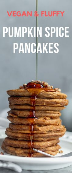 Pumpkin Spice Pancakes (Vegan The best easy vegan pumpkin spice pancake recipe takes only 5 minutes to make. Make these easy vegan pancakes with pumpkin puree, pumpkin spice, cinnamon and drizzle with maple syrup. Pancakes Végétaliens, Pumpkin Spice Pancakes, Vegan Pancakes, Pumpkin Puree, Pancakes Cinnamon, Dairy Free Recipes, Vegan Recipes Easy, Cheap Recipes, Fall Recipes