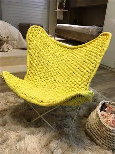 DESIGN ARTESANAL | O crochê ganha espaço na decoração e reveste poltronas com muito charme. Aposte nas cores vibrantes para alegrar o ambiente! #inspiracao #croche #decoracao #ficaadica #SpenglerDecor