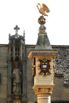 Corpus Christi College, Oxford;    Front Quad - sundial of 1581;  Photo by Rex Harris